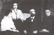И.Н. Протопопов с ученицами