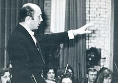 Дирижер симфонического оркестра училища А.Михайлов